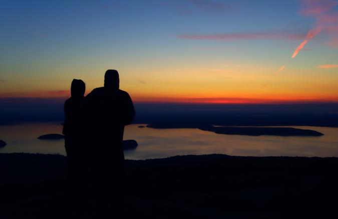 couple-watching-sunrise-1-1370865